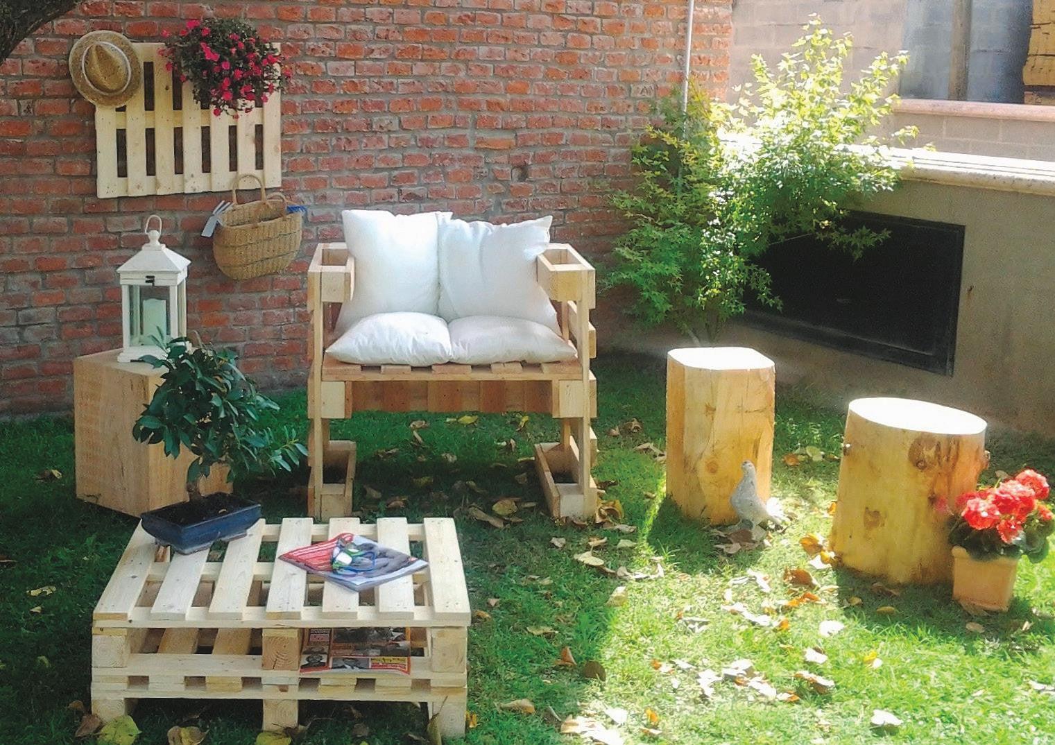 un salon de jardin en palette  leroy merlin