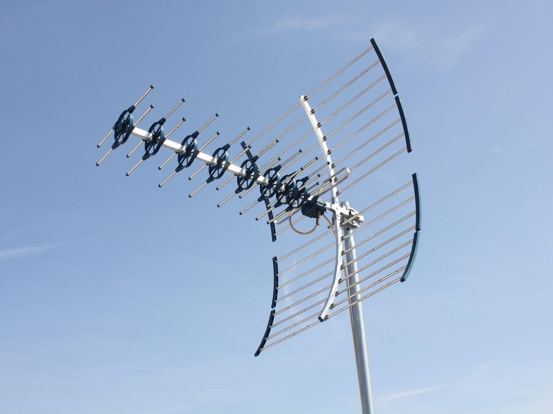 Comment installer une antenne TV terrestre extérieure ? | Leroy Merlin